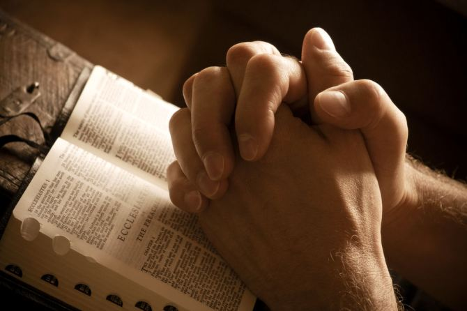Prayer_over_Bible